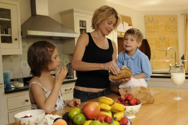 Юлия с дочкой Машей и сыном Петей