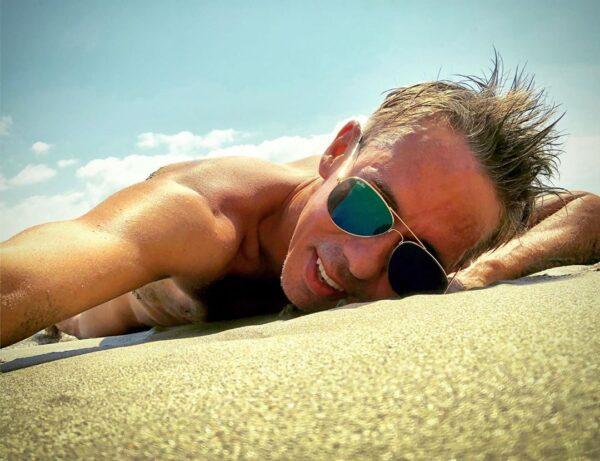 Панин на пляже