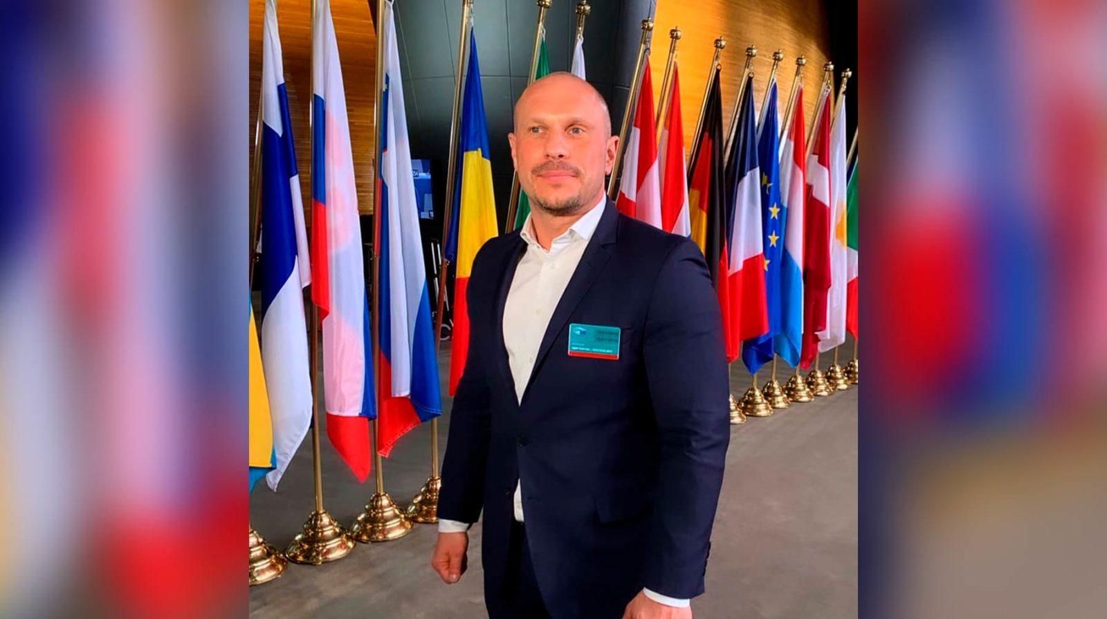 Пресс-секретарь Жириновского Александр Дюпин в ФБ открытым текстом говорит, что он гей