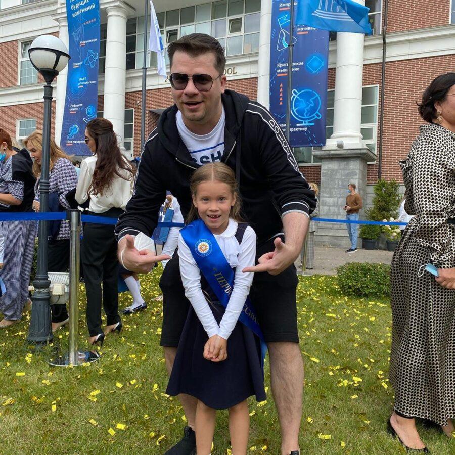 Гарік з донькою на святі першого дзвоника