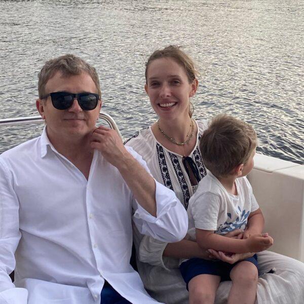 Сім'я Юрія Горбунова і Каті Осадчої відпочинку