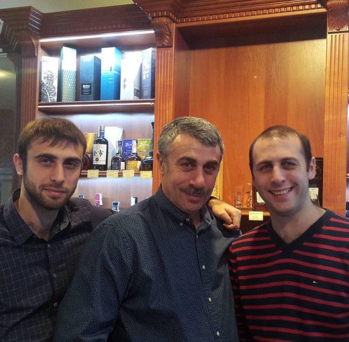 Евгений Комаровский с сыновьями