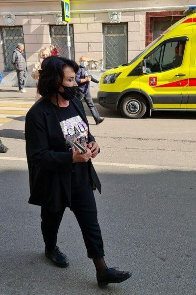 Надежду Бабкину сфотографировали на улице