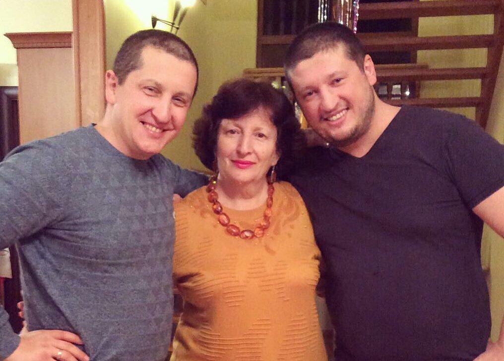 Ренат Агзамов с мамой и братом Тимуром