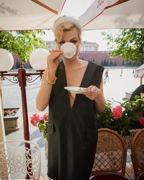 Рената Литвинова завтракает