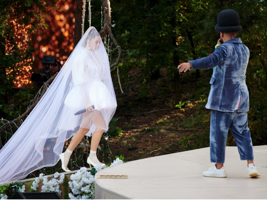 Вера Брежнева к Диме вышла в образе невесты