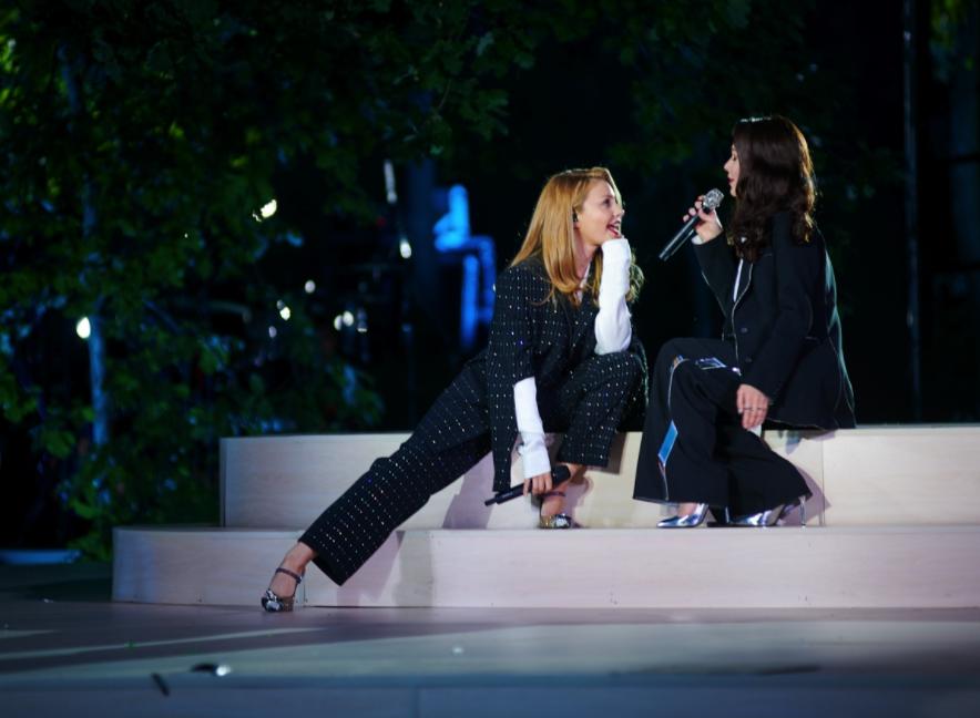 Тина Кароль спела вместе со своей подружкой Юлией Саниной
