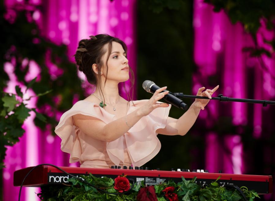 Христина Соловий спела нежный романс