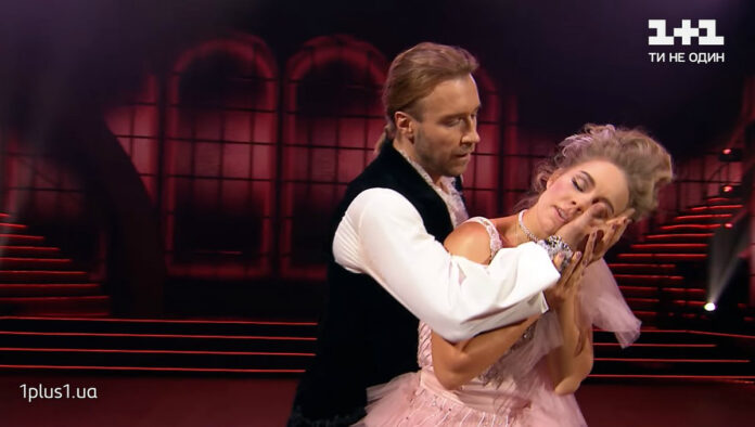 Олег Винник и Алена Шоптенко танцуют венский вальс