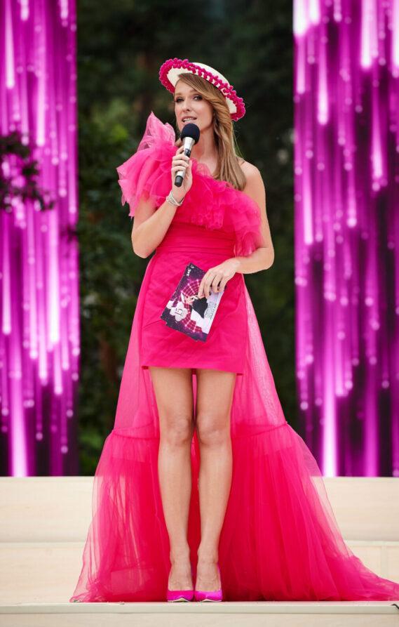 Катя Осадчая - ведущая концерта