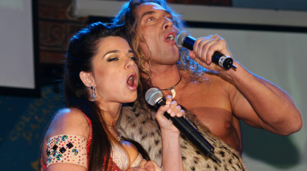 Наташа Королева и Тарзан на сцене