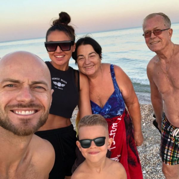 Вся семья Влада Ямы в сборе — сын, жена и родители