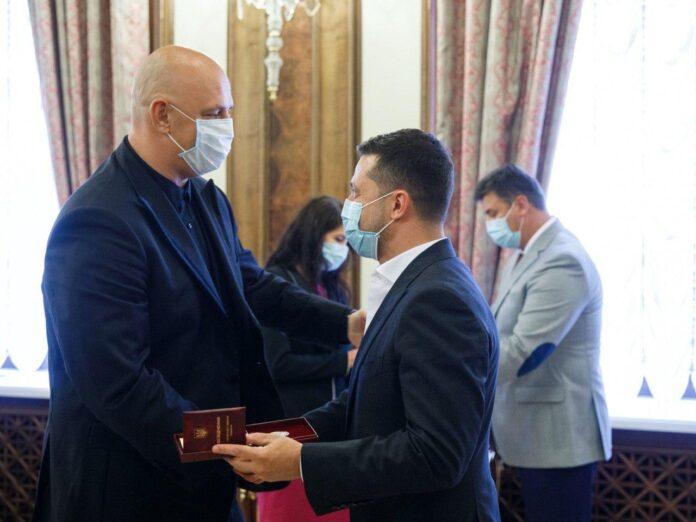 Потап и Зеленский на вручении награды