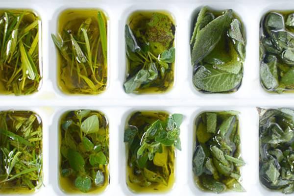 Подготовка зеленых специй для заморозки