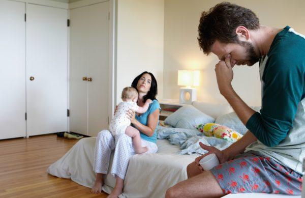 После родовую депрессию испытывают как мамы, так и папы
