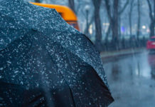Жовтень буде теплим, але скоро Україну накриють дощі