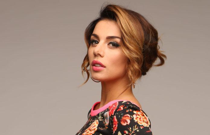 Как сейчас выглядит певица Анна Седокова, и почему она всегда выходит на публику с одинаковым макияжем?