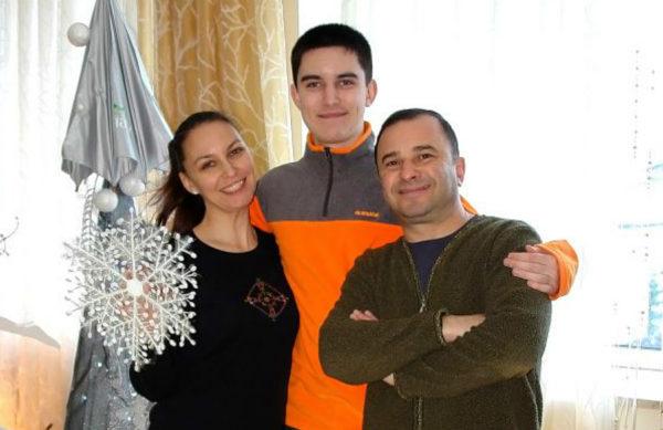 Лариса Созаева и Виктор Павлик с покойным сыном Павлом