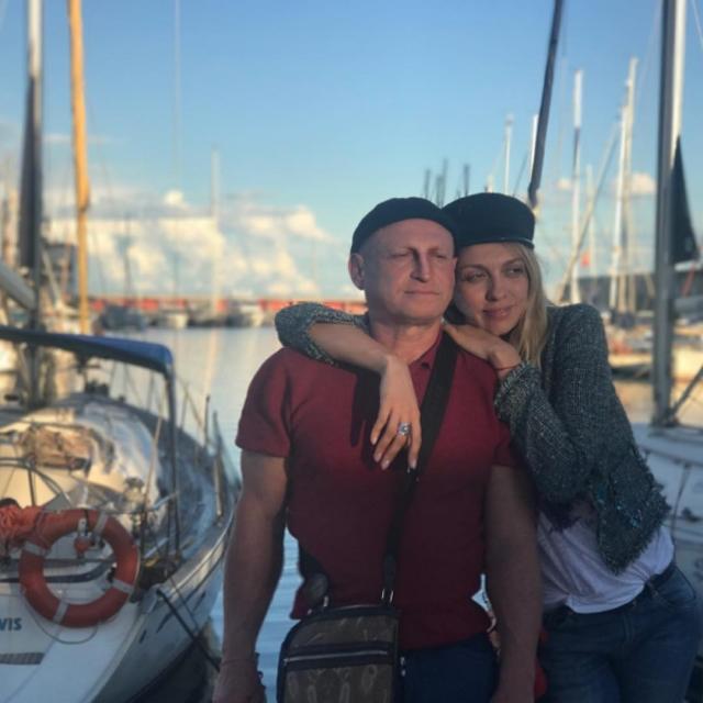 Оля Полякова с мужем на отдыхе