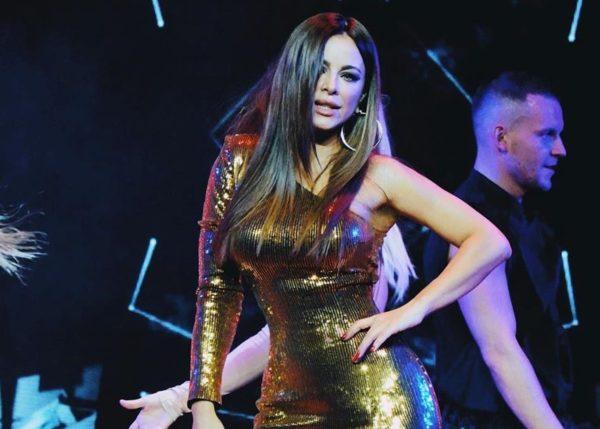 Ані Лорак в золотій сукні