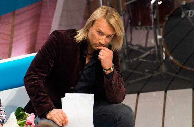 Олег Винник в кожаных штанах показал жест пальцем - волчицы ахнули