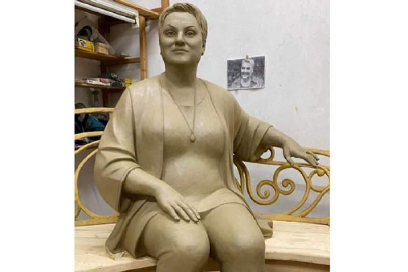 Вот такую скультуру хотят устновить на могиле Марины