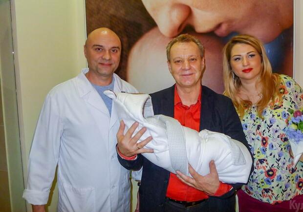 Георгій Делієв з новонародженим сином