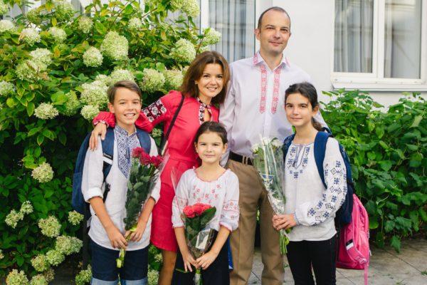 Маричка Падалко с мужем и детьми