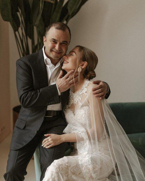 Виктор Павлик женился на девушке вдвое моложе его