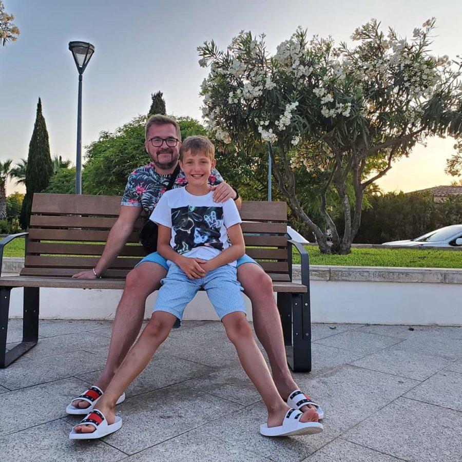 Пономарев с сыном на отдыхе