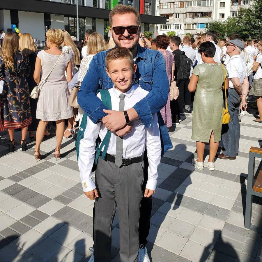 Пономарев с сыном на линейке