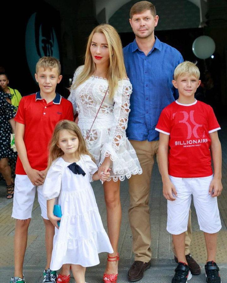 Новая семья Виктории Мартынюк