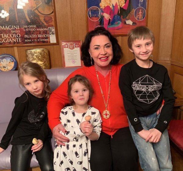 Бабкина с внуками