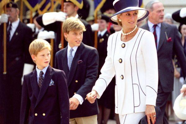Гарри и Уильям с мамой принцессой Дианой