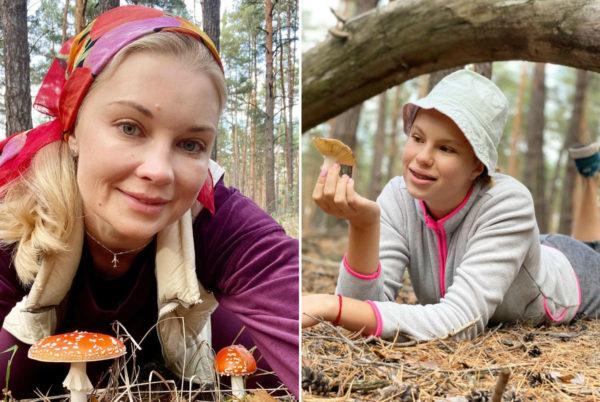 Лидия вышла в лес по грибы с дочкой Василиной