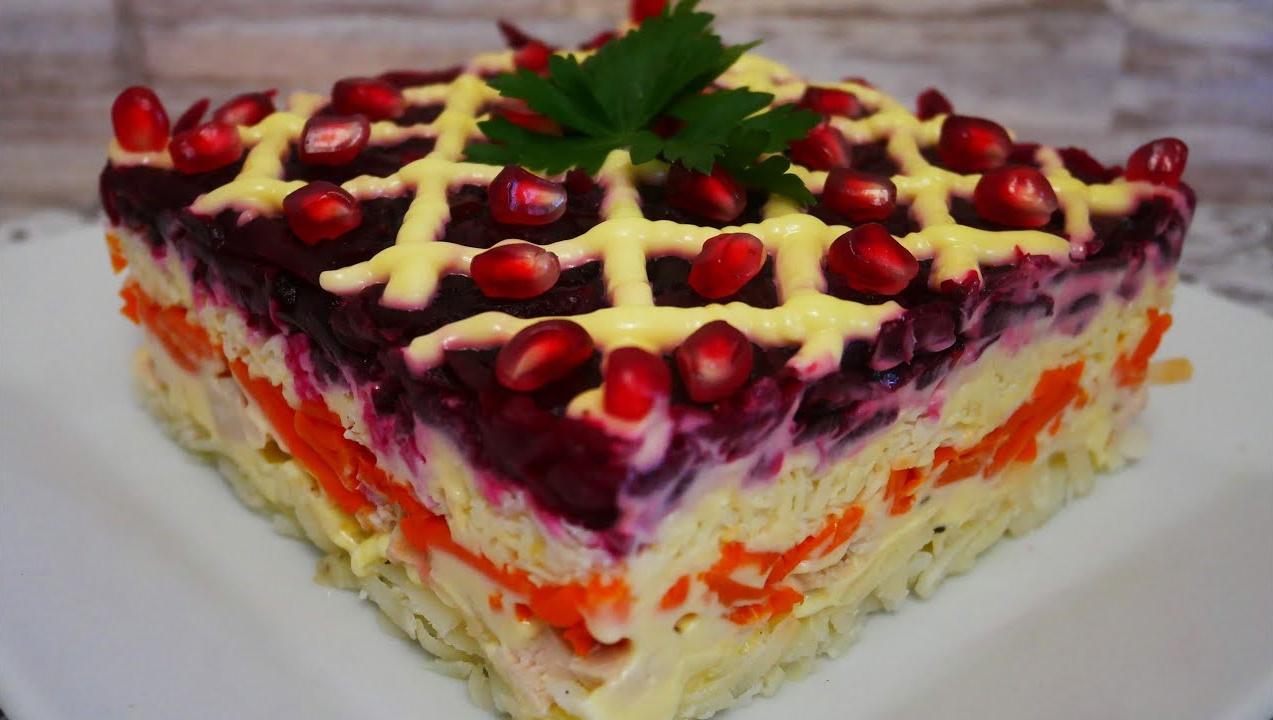 Слоеный салат «Генерал» на праздничный стол: когда хочется приготовить не только вкусно, но и красиво подать