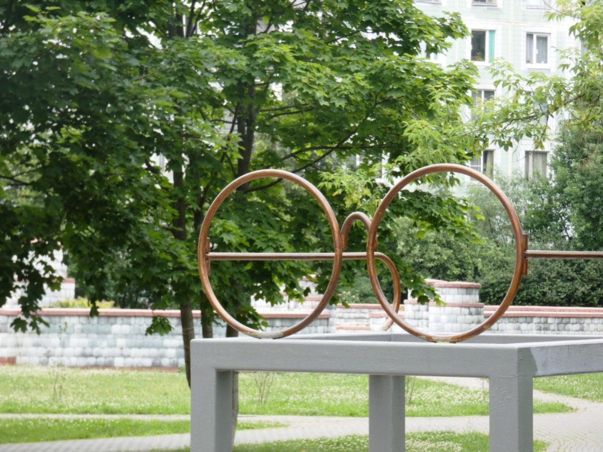 Памятник очкам Гарри Поттера в Троицке, Московская обл., Россия