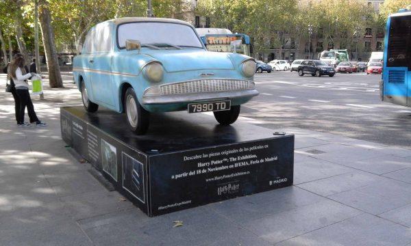 Памятник летающему автомобилю мистера Уизли в Мадриде, Испания