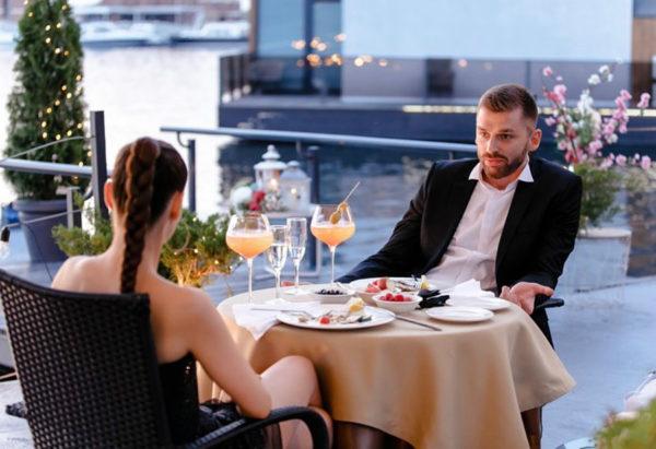 Романтический ужин Ксении с Андреем после полета на вертолете