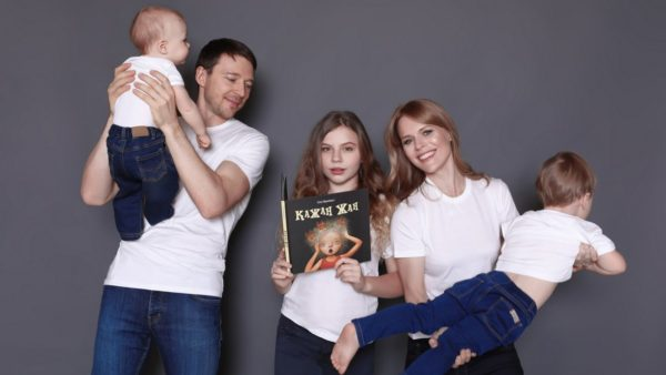 Ольга Фреймут з чоловіком і дітьми