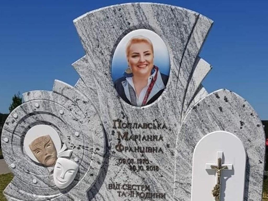 Могила Марины Поплавской вблизи