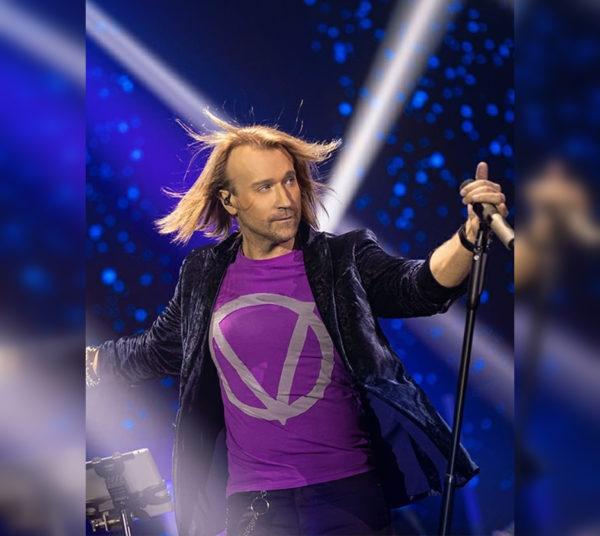 Олег Винник в футболке собственного бренда