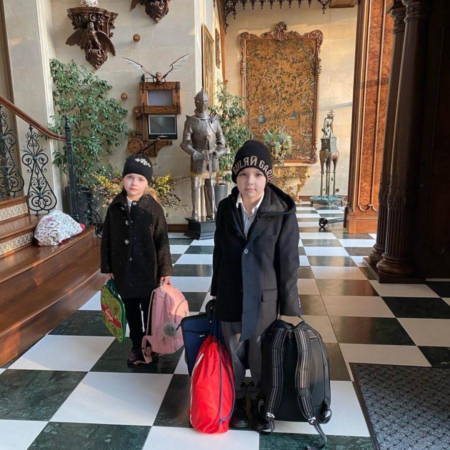 Гаррі і Ліза збираються в школу