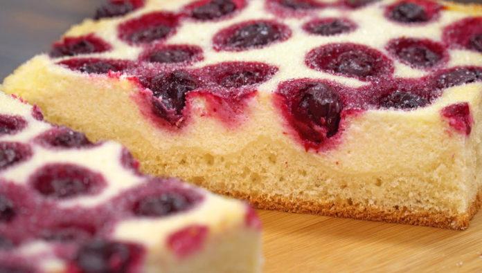 Пиріг з сиром і ягодами