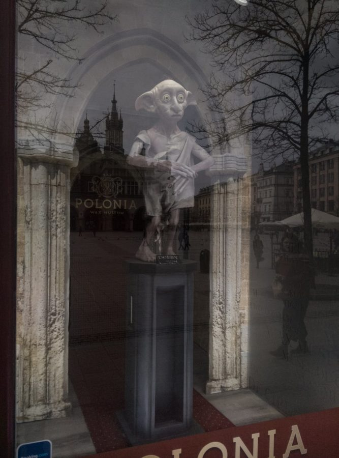 Памятник домашнему эльфу Добби в Кракове, Польша