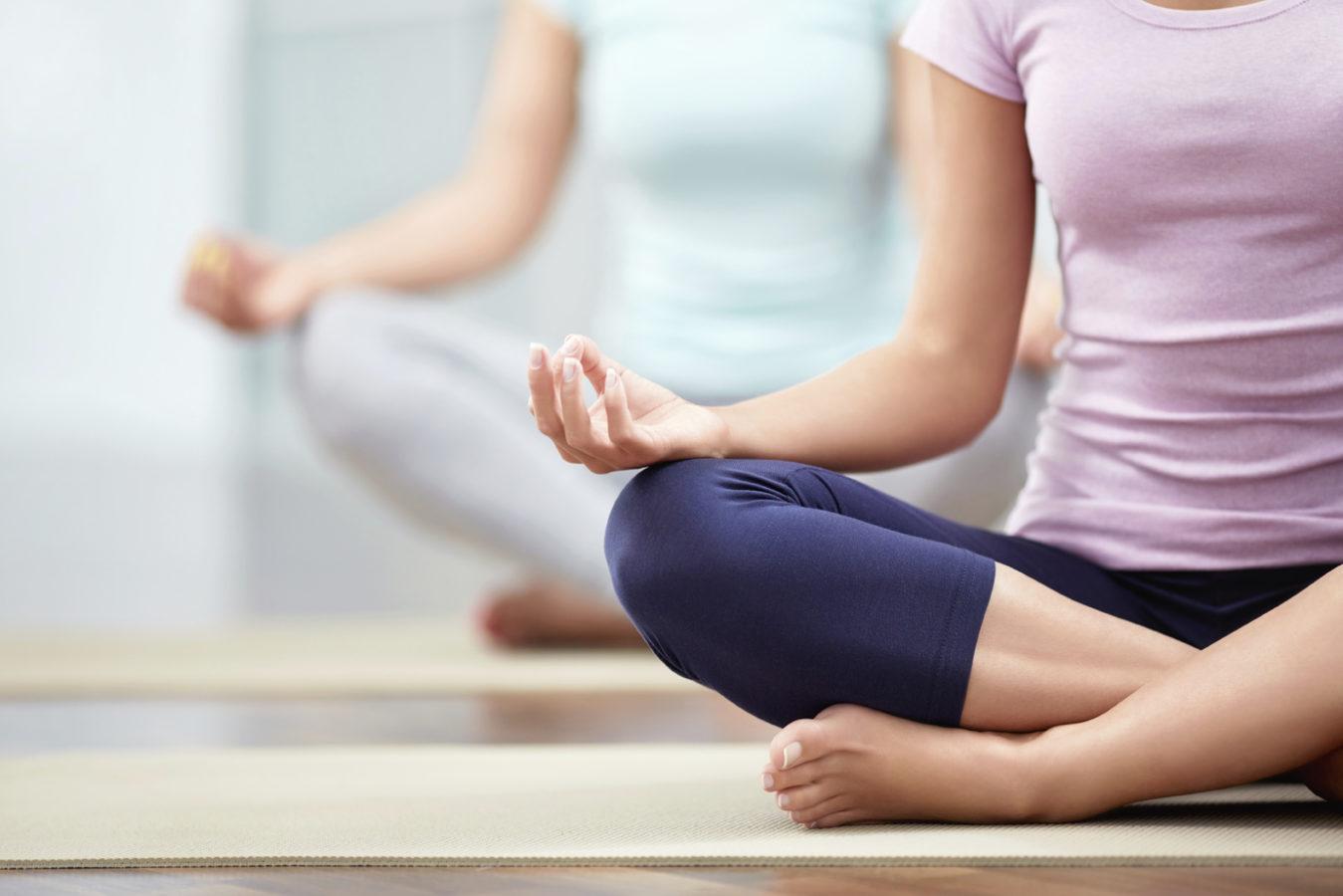 Йога как средство от хронической боли в пояснице также улучшает сон