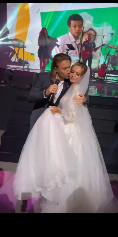 Олег Винник целует невестку Марченко