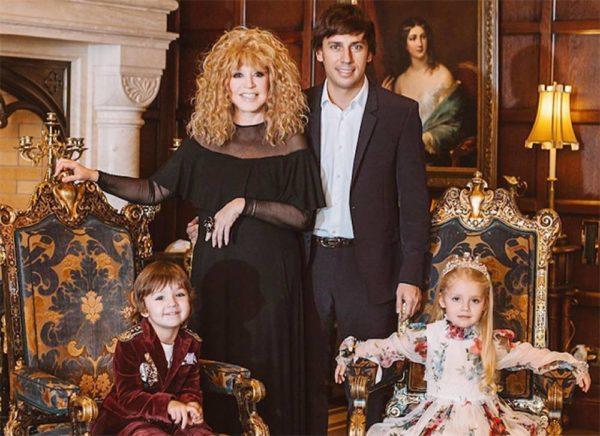 Пугачева и Галкин с детьми
