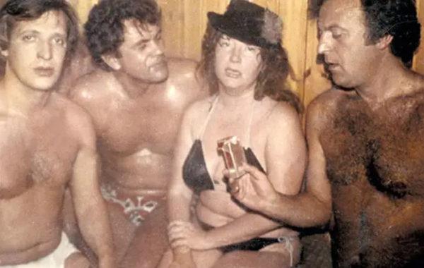 Пугачева в бане с бывшим мужем Евгением Болдиным (первый слева) и друзьями