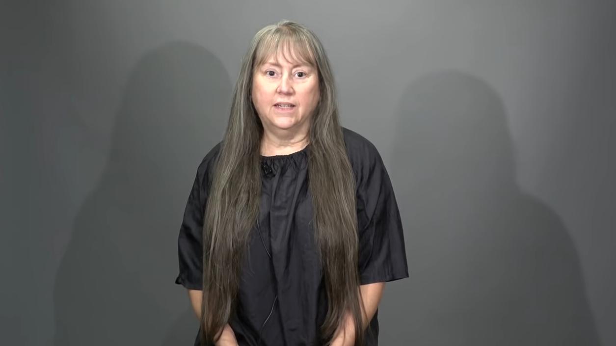 Больше нет длинных седых волос: стилист из 65-летней пенсионерки сделал эффектную женщину с короткой стрижкой (ФОТО)